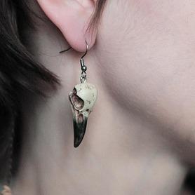 Kolczyki Mini Kruk naturalny z czarnym dziobem